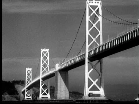 """november 12, 1936 film montage ws bay bridge connecting oakland and san francisco/ ms california governor frank merriam cutting chain at opening of 1936 ws the first cars cross the newly-opened bay bridge/ san francisco, california / audio"" - chain bridge suspension bridge stock-videos und b-roll-filmmaterial"