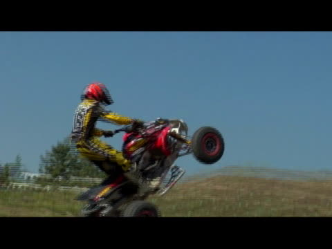 vídeos de stock e filmes b-roll de november 14, 2006 montage a professional all terrain vehicle rider crash landing an extreme jump from a dirt launch ramp - formato letterbox