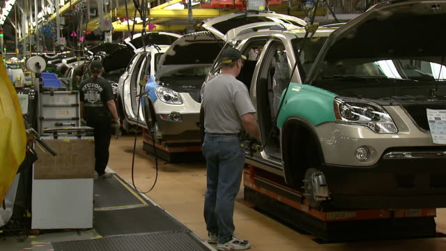november 19 2008 zo workers assembling cars on general motors assembly line / lansing michigan united states - general motors stock videos & royalty-free footage