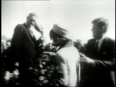 november 1963 ts president john f kennedy and his wife jacqueline kennedy onassis getting into a car at the airport / texas united states - attentat auf john f. kennedy stock-videos und b-roll-filmmaterial