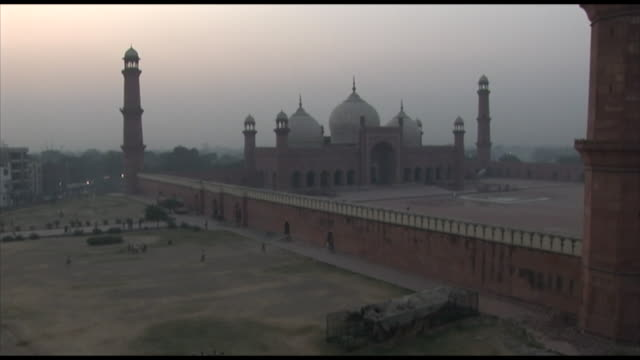 november 2, 2005 mosque with minarets at sunset / lahore, pakistan - lahore pakistan stock videos & royalty-free footage