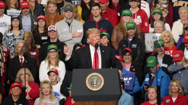 stockvideo's en b-roll-footage met a trump supporter dabs as president trump speaks about former indiana university basketball coach bob knight and his 2016 presidential victory during... - 2016