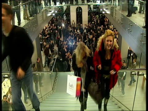 november 2007 montage shoppers walking down stairs and holding new apple iphone aloft to applauding crowd/ london uk/ england/ audio - 2007 stock videos & royalty-free footage
