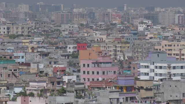 vídeos de stock e filmes b-roll de november 2020: aerial view at mirpur area in dhaka, the capital city of bangladesh. - escapada urbana