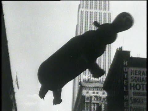 vídeos de stock e filmes b-roll de november 26 1931 la large hippopotamus balloon floating near empire state building / new york new york united states - 1931