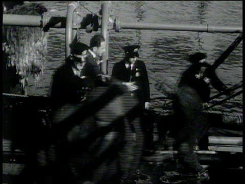 vidéos et rushes de november 26, 1931 montage men unloading cargo onto customs truck / new york, new york, united states - 1931