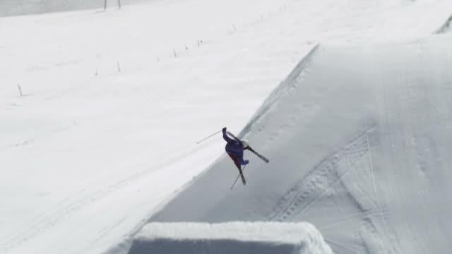 november 5 2009 slo mo a professional skier successfully completing an extreme rotational jump - freestyleskidåkning bildbanksvideor och videomaterial från bakom kulisserna