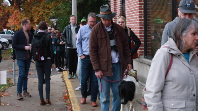 vídeos de stock, filmes e b-roll de november 5 bloomington indiana early voters wait in line at the monroe county voting center to cast their ballots in bloomington indiana during the... - política e governo