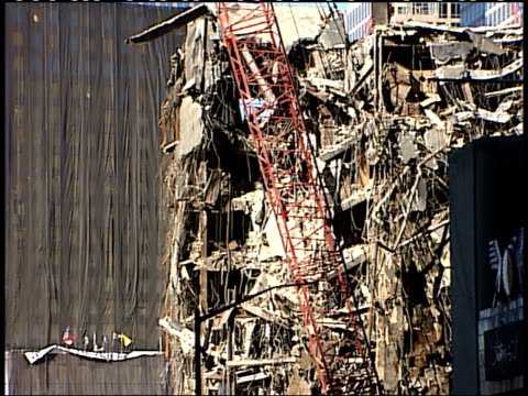 november 6, 2001 montage crane and rubble at ground zero / new york city, new york, united states - rubble stock-videos und b-roll-filmmaterial