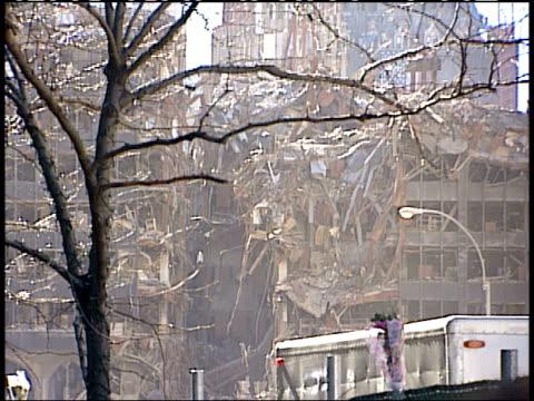 november 6, 2001 montage damaged building at ground zero / new york city, new york, united states - 2001 bildbanksvideor och videomaterial från bakom kulisserna