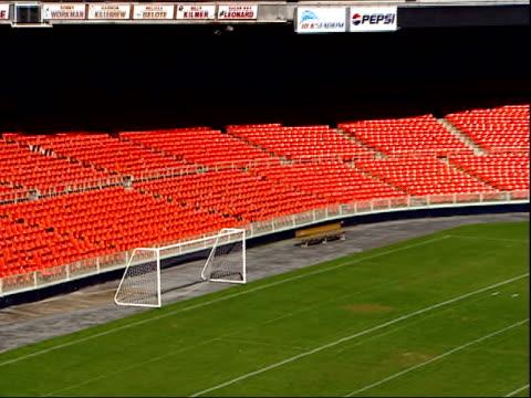 vídeos y material grabado en eventos de stock de november 7 2003 zo empty seating at rfk stadium / washington dc united states - estadio rfk