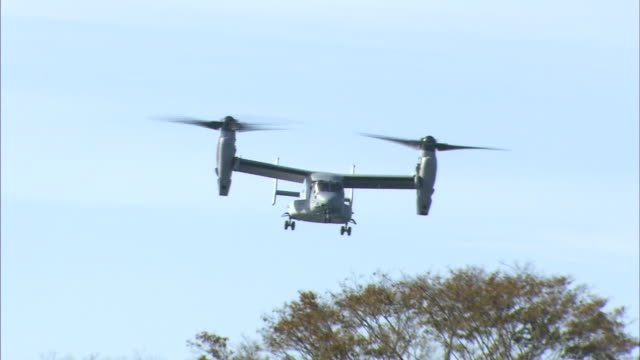 november 8 2014 an american military aircraft mv22 called osprey flying in the air during the disaster drill 'michinoku alert 2014' conducted by... - notfallübung stock-videos und b-roll-filmmaterial