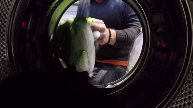 stockvideo's en b-roll-footage met now if you've been following our ocean rescue campaign you'll know that we've been highlighting the impact of plastics on marine life from bottles to... - textielindustrie