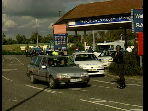 noye witness murdered; england: kent: ashford: ext police vehicles and police officers at superstore where alan decabral, a witness against kenneth... - kenneth noye stock videos & royalty-free footage