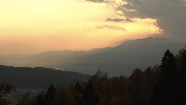 vídeos de stock, filmes e b-roll de nozawa onsen at dusk, nagano, japan - nagano