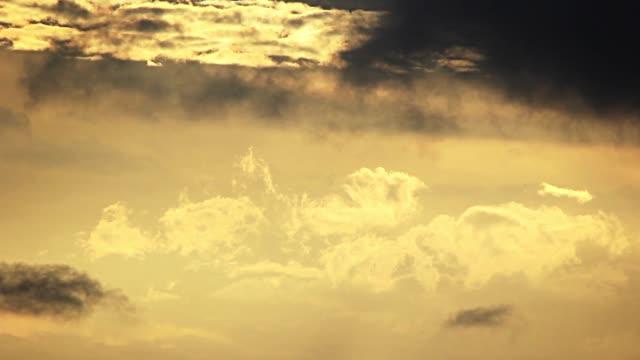 nubes passing by, timelapse - モンテビデオ点の映像素材/bロール
