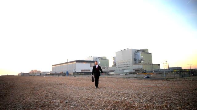 vídeos y material grabado en eventos de stock de empresario nuclear - nuclear energy