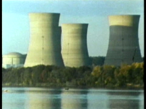 vídeos de stock e filmes b-roll de 1985 aerial nuclear cooling towers at three mile island audio / three mile island, harrisburg, pennsylvania, usa - 1985