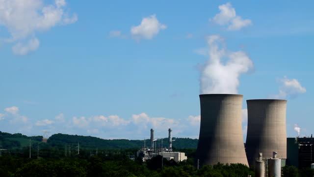 vídeos y material grabado en eventos de stock de nuclear torres de refrigeración - energía nuclear