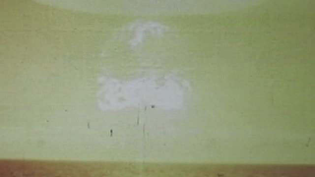 vidéos et rushes de nuclear mushroom cloud. - champignon nucléaire
