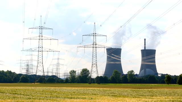 vídeos y material grabado en eventos de stock de central nuclear - fusión nuclear