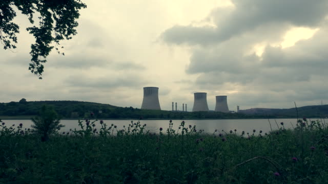 nuclear power station - centrale nucleare video stock e b–roll