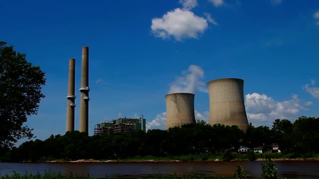 vídeos y material grabado en eventos de stock de energía nuclear towers - energía nuclear
