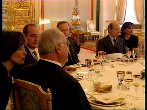 nuclear safety summit:; a)nat russian federation: moscow: kremlin: int cms pres boris yeltsin, us pres bill clinton and others along r-l tms clinton,... - boris yeltsin stock videos & royalty-free footage