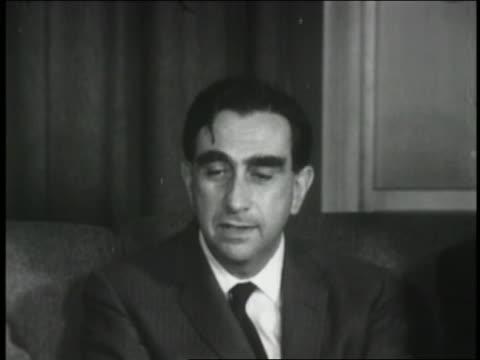 vídeos y material grabado en eventos de stock de nuclear scientist edward teller talking at interview - 1952