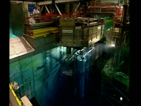 nuclear waste containers being moved into underwater storage sellafield - 有害廃棄物点の映像素材/bロール