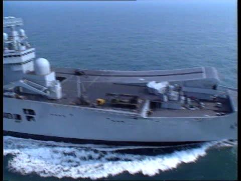 vidéos et rushes de nuclear weapons cuts britain follows at invincible lr - à bord