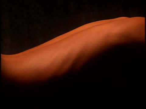 vídeos de stock e filmes b-roll de nude woman - encostado