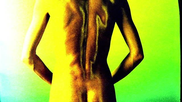 vídeos de stock, filmes e b-roll de yellow overexposed nude woman's back turning towards + away from camera - superexposto