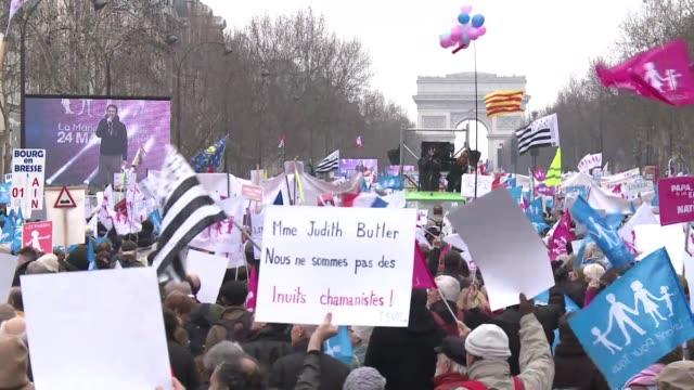 nueva manifestacion contra el matrimonio de personas del mismo sexo en paris este domingo voiced protesta contra uniones gays on march 24 2013 in... - personas stock videos & royalty-free footage