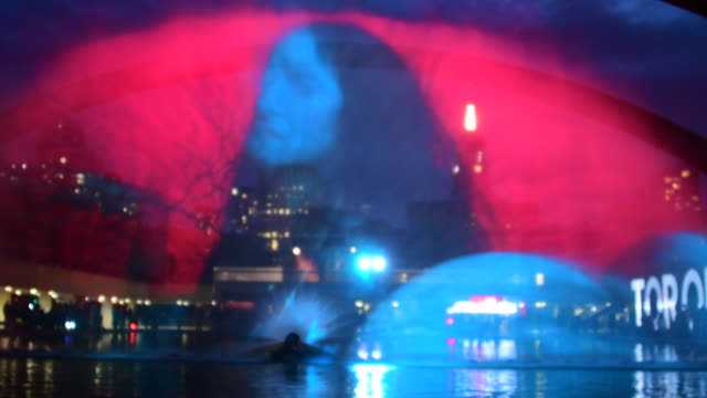 pneuma or breath of life in nathan phillips square the work is a spraying water screen where images are projected the author is floria sigismondi... - installationskunst stock-videos und b-roll-filmmaterial