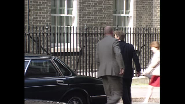 stockvideo's en b-roll-footage met number 10 showbiz party arrivals england london downing street ext blair children arrive at number 10 tony blair arrives / arrivals at number 10... - tony blair