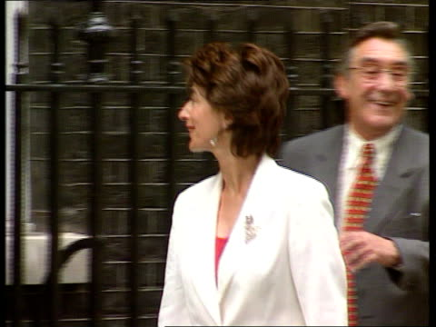 london downing st lenny henry arriving at no 10 eastenders star ross kemp and rebekah wade arriving for reception actress maureen lipman arriving... - christopher hitchens stock videos & royalty-free footage