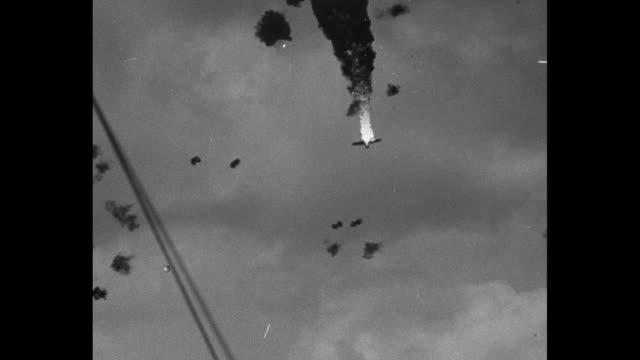vídeos y material grabado en eventos de stock de numerous shots of antiaircraft ammunition shooting down japanese torpedo airplanes with resulting explosions / note exact day not known - guerra del pacífico