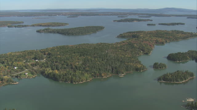 vídeos y material grabado en eventos de stock de aerial numerous wooded islands in penobscot bay / maine, united states - formato buzón