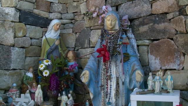 nun statues in outdoor corner - nun stock videos & royalty-free footage