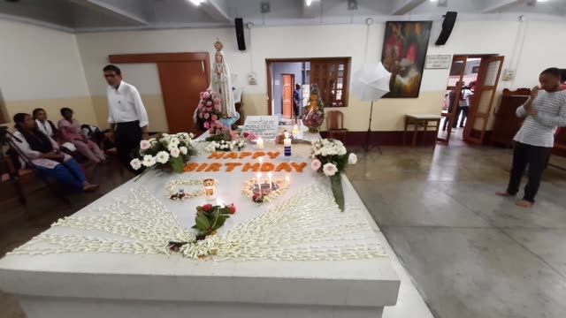 nuns from the catholic order of the missionaries of charity and common pray at the tomb of mother teresa to mark her 109th birth anniversary on... - kolkata stock videos & royalty-free footage
