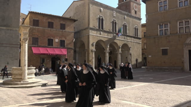 vídeos de stock, filmes e b-roll de nuns walking on piazza pio at palazzo comunale - nun