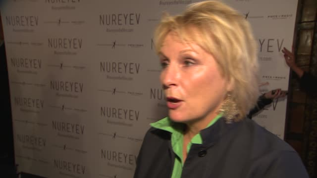 'nureyev' documentary premiere england london mayfair curzon mayfair int joanna lumley and jennifer saunders on red carpet / with ballet dancers /... - jennifer saunders stock videos & royalty-free footage