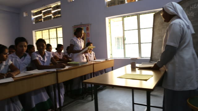 a nurse is explaining theory in front of a classroom with young women who are learning to become a nurse - nun stock videos and b-roll footage