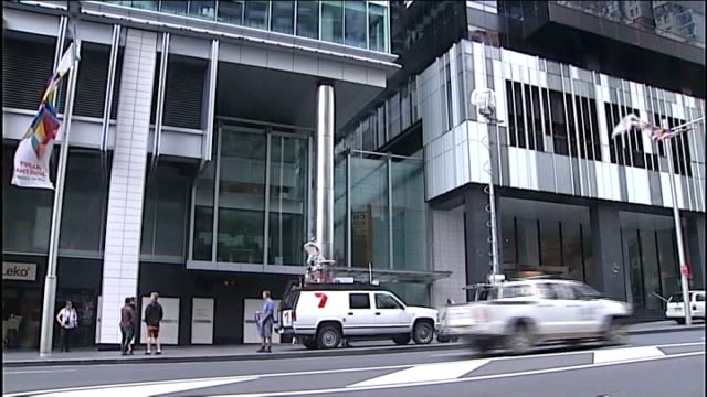 radio presenters to give interview ext television reporter and news crew outside 2day fm headquarters general view of 2day fm headquarters building... - メリルボーン点の映像素材/bロール