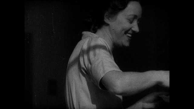 vídeos de stock, filmes e b-roll de 1939 - nursery school - mãos juntas