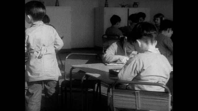 1939 - nursery school - kinderbetreuung stock-videos und b-roll-filmmaterial