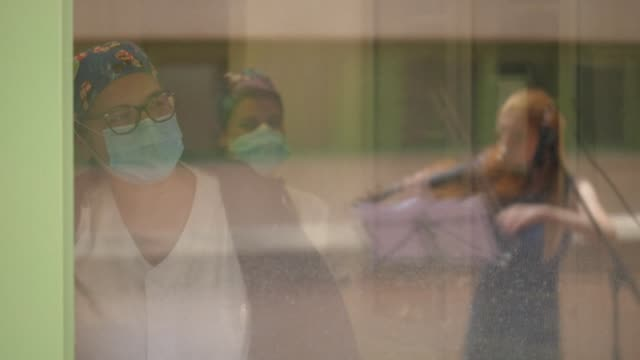 ITA: Violinists perform at hospital in Rome to mark International Nurses Day