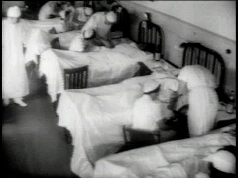 vidéos et rushes de nurses attending patients / man giving blood / usa - world war 1