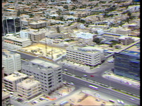 stockvideo's en b-roll-footage met nurses murder; lib saudi arabia: riyadh: ext air views city tx 15.10.97/ltn - perzische golf